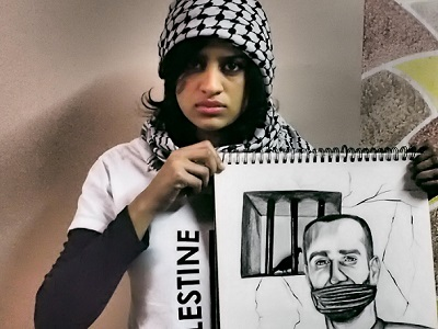Shahd Abusalama with her drawing of Samer Issawi